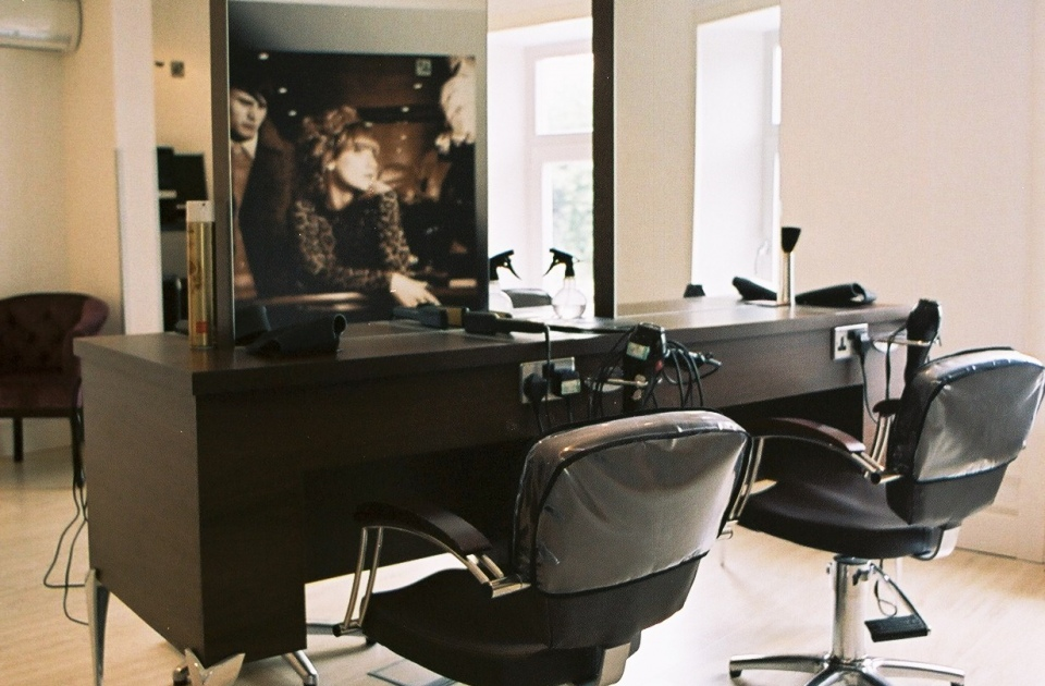 hair and beauty salon design shop fitting service - Table Salon Design